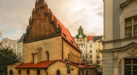 Cteni megily ze Staronovy synagogy v Praze